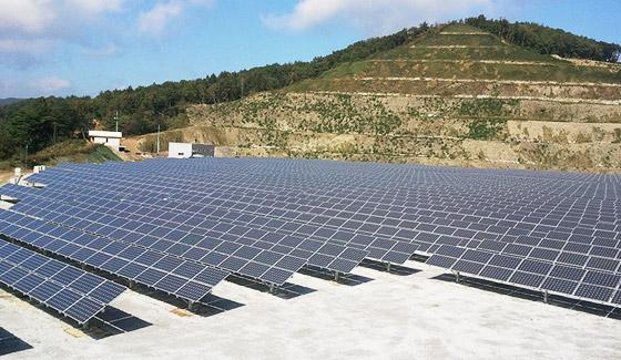 Sistema solar de conexión a la red Restar 300KWp en la República de Laos, julio de 2008.